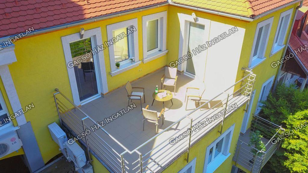 Eladó 377 m2 ház - Budapest III.