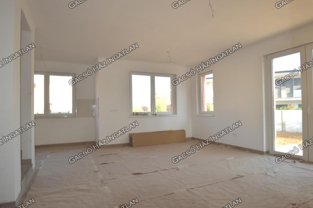 Eladó 111.7 m2 ház - Budapest XVI.