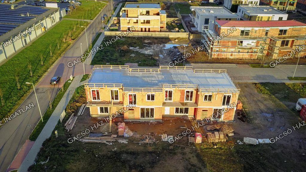 Eladó 104.6 m2 ház - Budapest XVI.