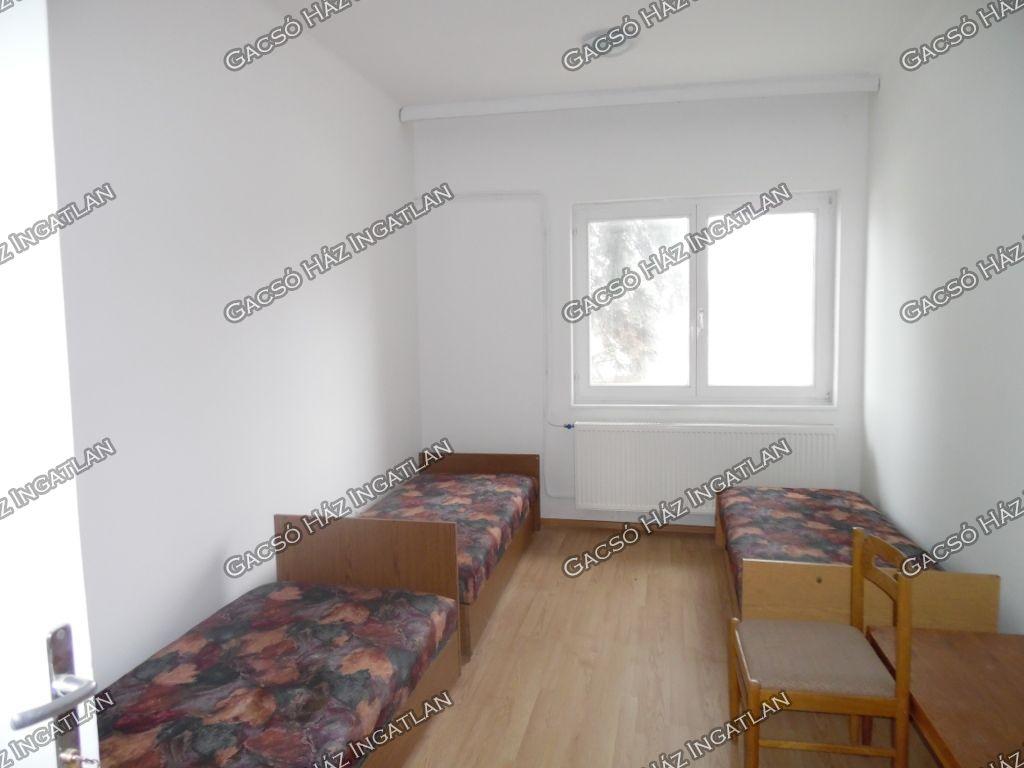 Kiadó 200 m2 lakás - Százhalombatta